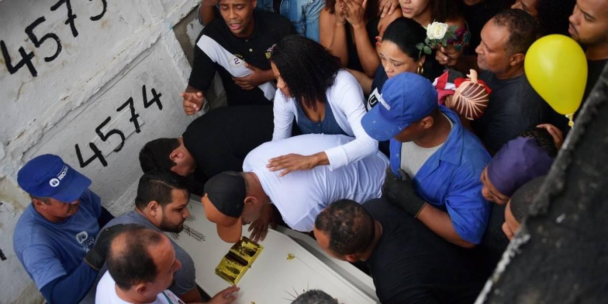 Dolor y rabia por muerte de niña durante acción policial en Rio de Janeiro