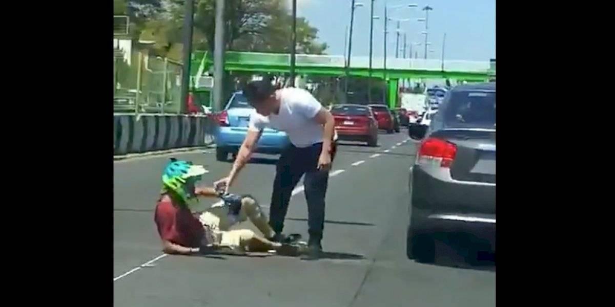 Captan agresión de microbuseros a ciclista en Coapa UnoTV