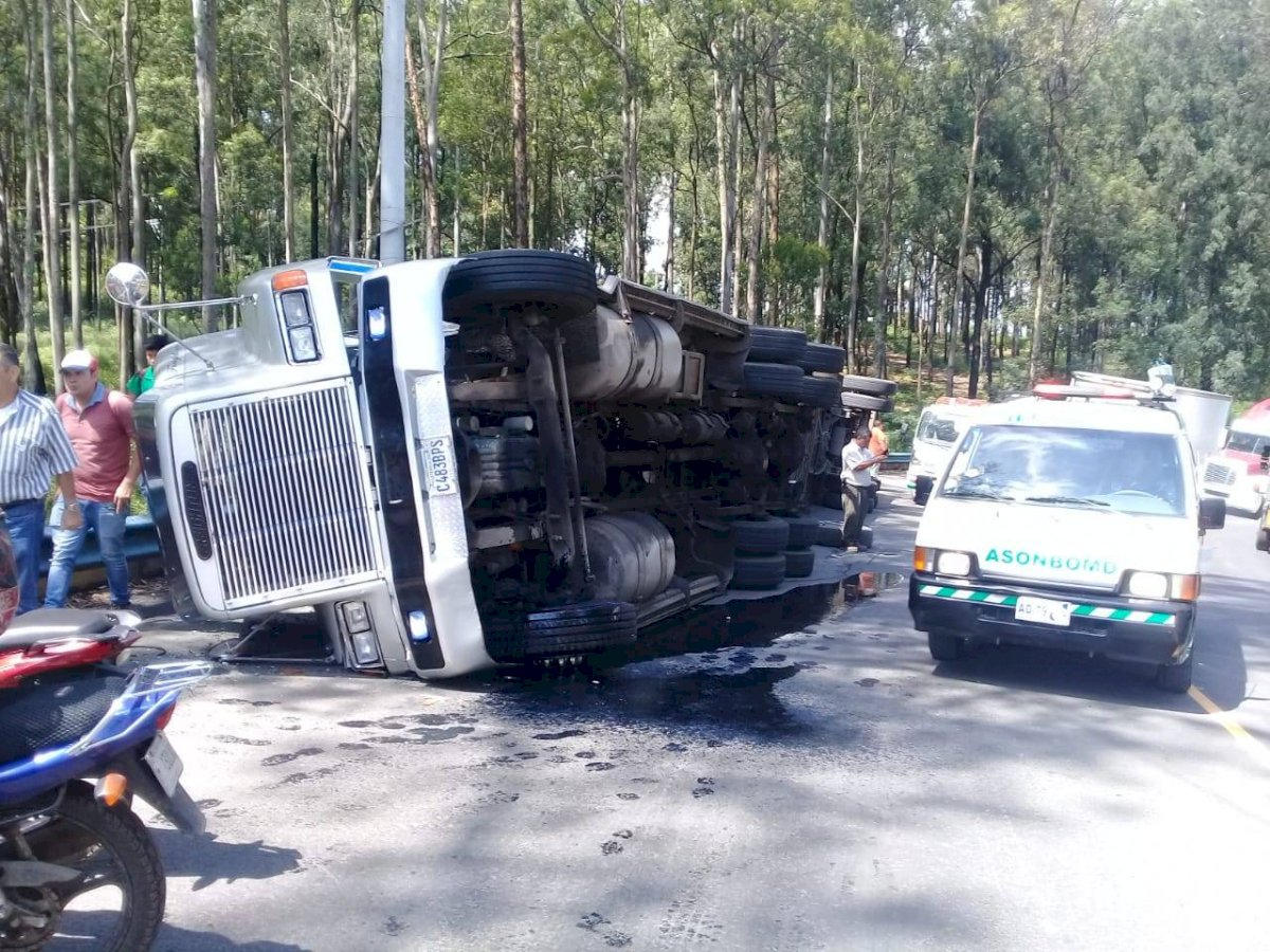 Accidente del transporte colectivo. Foto: PMT de Villa Nueva