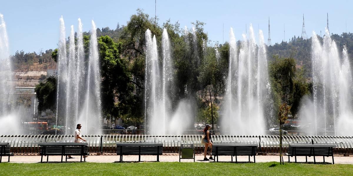 ¿Llegó el verano? Máximas superarán los 30 grados esta semana en Santiago y la zona central del país