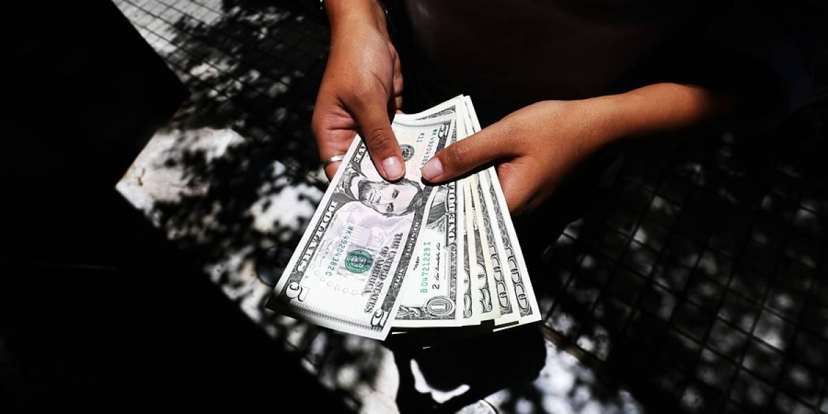 Dólar no se marea con Fiestas Patrias y sube casi $6 este lunes