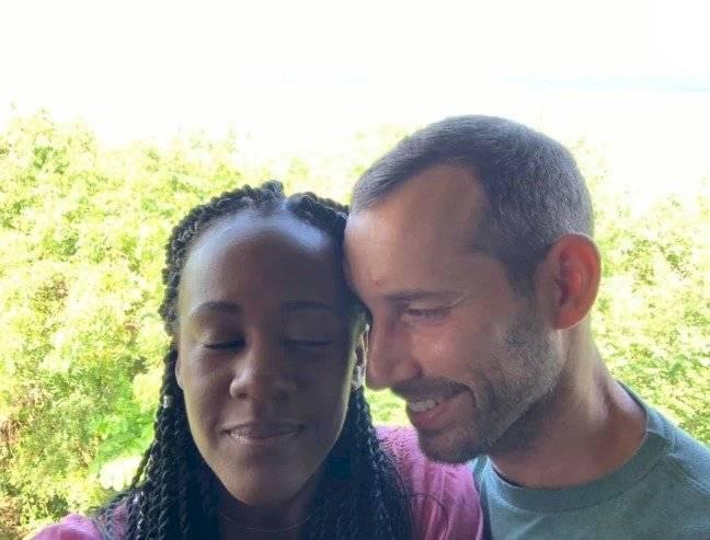 Steven Weber y Kenesha Antonie
