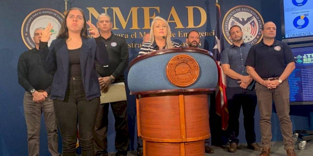 Gobernadora pide a ciudadanos que salgan de carreteras y se alejen de cuerpos de agua