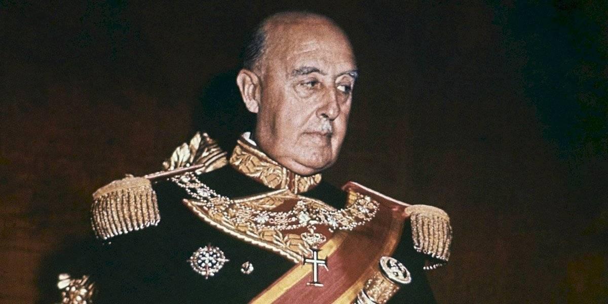 Serán trasladados los restos de Francisco Franco desde un lujoso mausoleo hasta un cementerio común y corriente