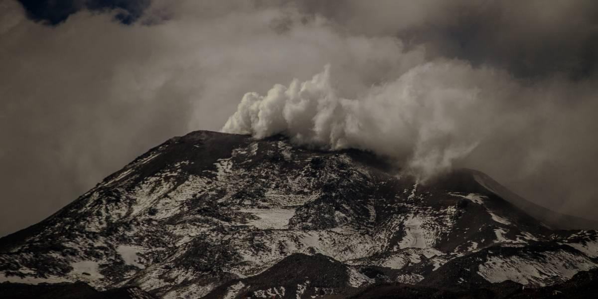 Caen cenizas a Las Trancas desde el volcán Nevados de Chillán