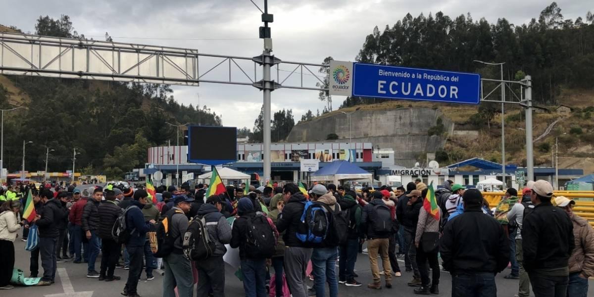 Manifestantes bloquean principales vías que conducen a la provincia de Carchi