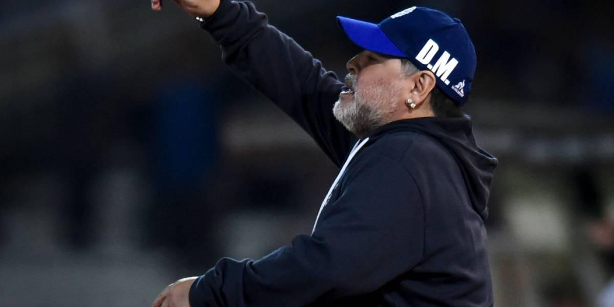 """""""Ya es malo...nació malo y va a morir malo"""": Maradona explotó contra el árbitro tras caída de Gimnasia"""