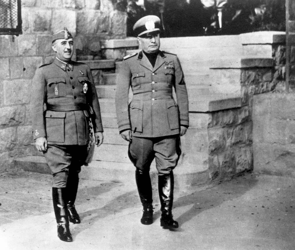 4 de marzo de 1944: Francisco Franco (1892 - 1975) con el dictador italiano Benito Mussolini (1883 - 1945)