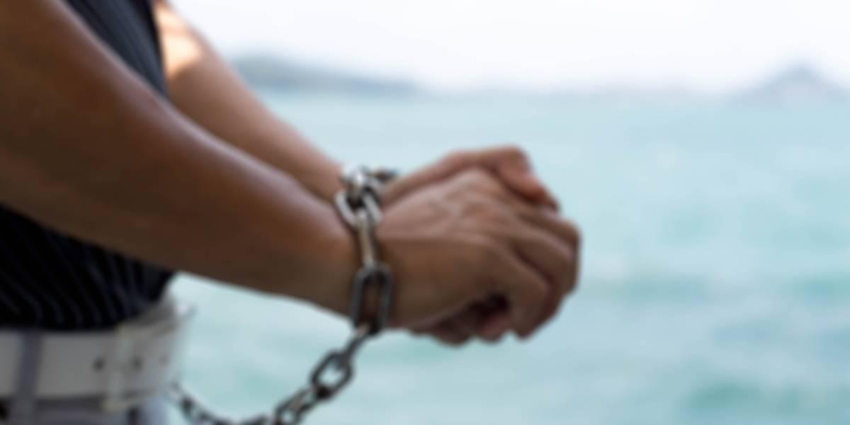 Arrestan a individuo por agredir a menor de cinco años con un cuchillo