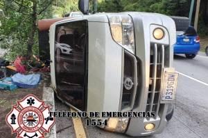 camión volcado en Km. 24.5 de ruta Interamericana