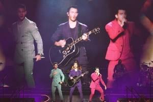 A lo grande, los Jonas Brothers lucen en el escenario