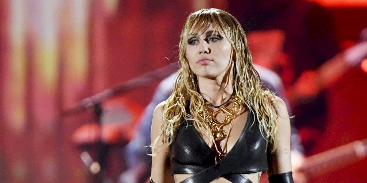 Captan a Miley Cyrus besando a músico, ex de Gigi Hadid