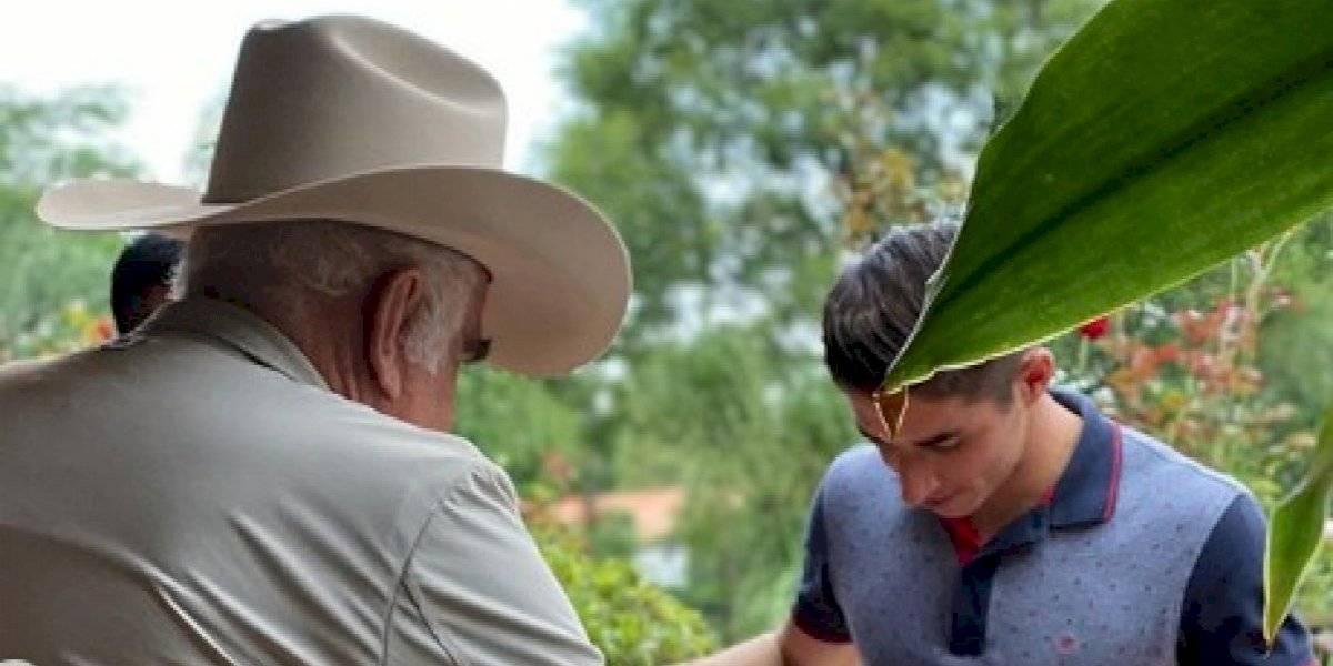 Issac Brizuela cumple sueño de conocer a Vicente Fernández