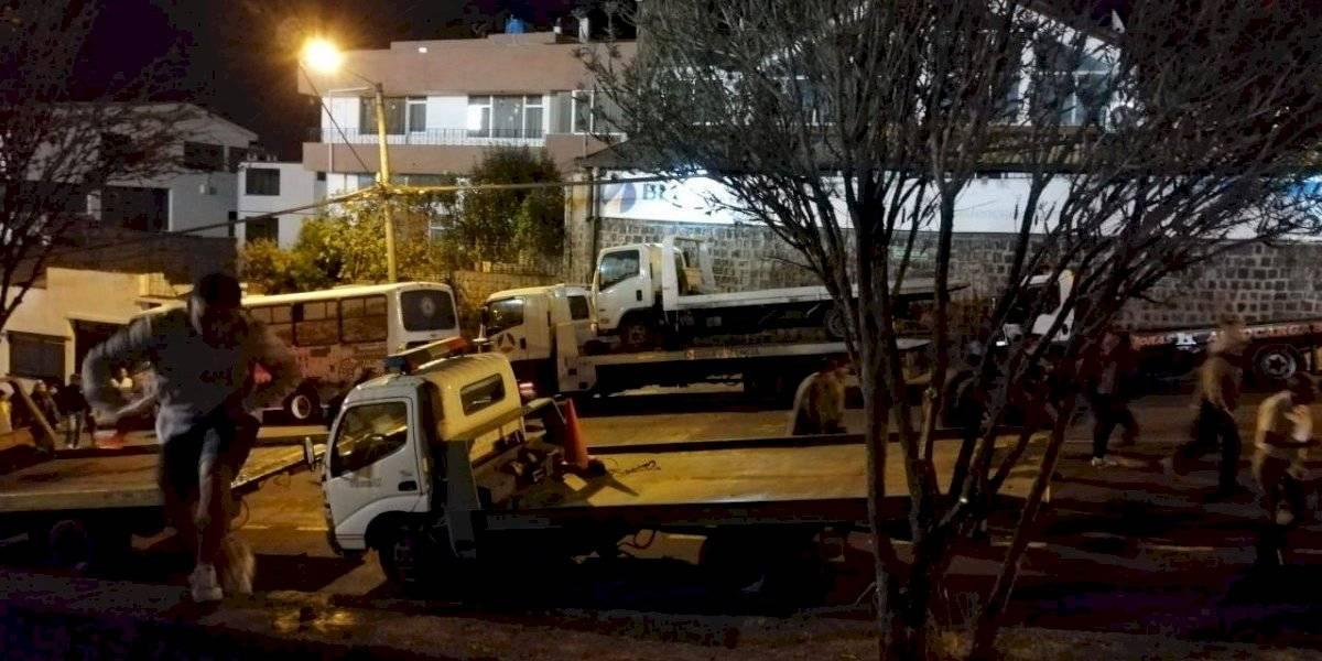 Más de 50 autos fueron retenidos por estar mal estacionados fuera del Olímpico Atahualpa