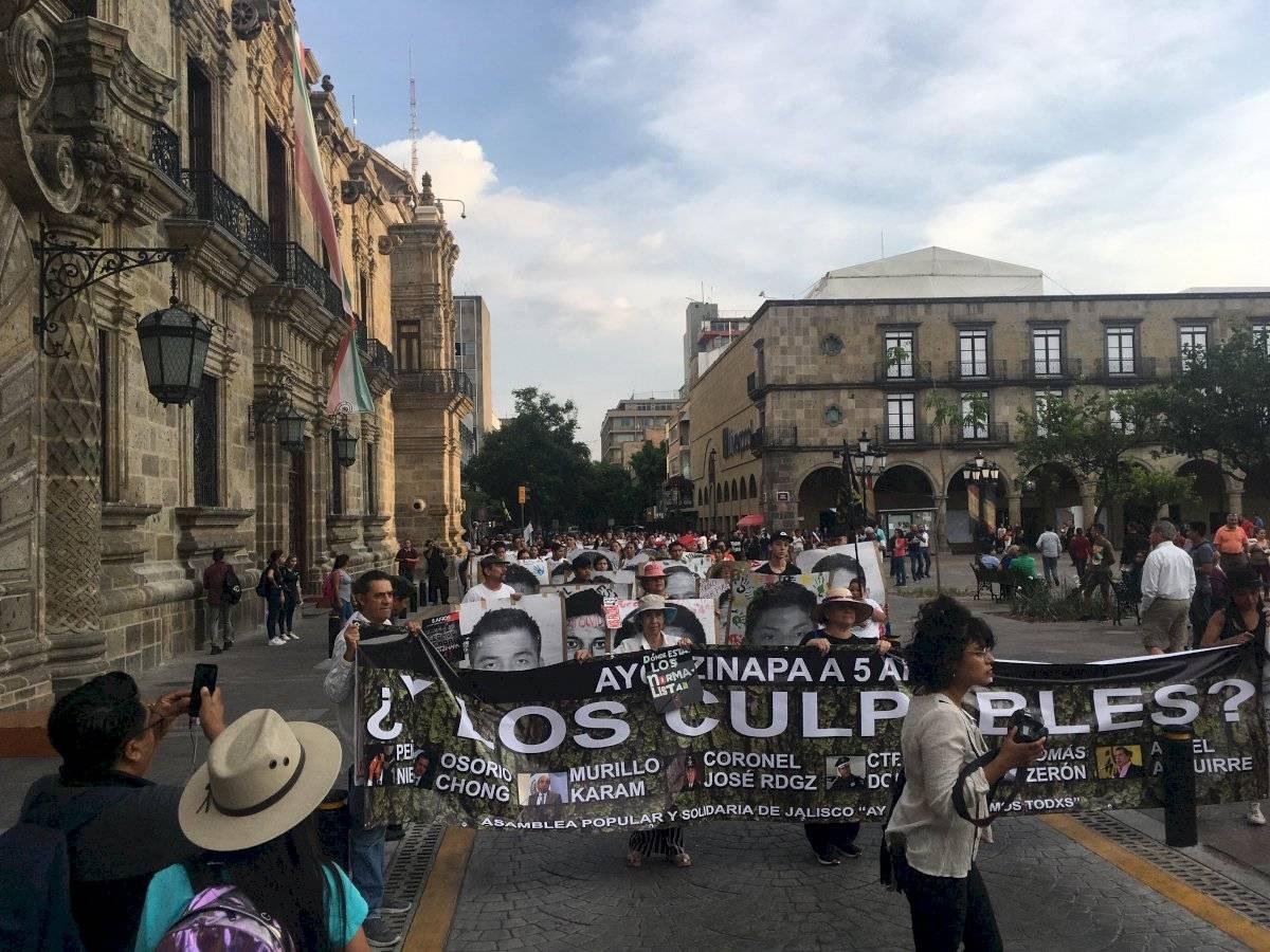 Marchan en Guadalajara en memoria de los estudiantes de Ayotzinapa