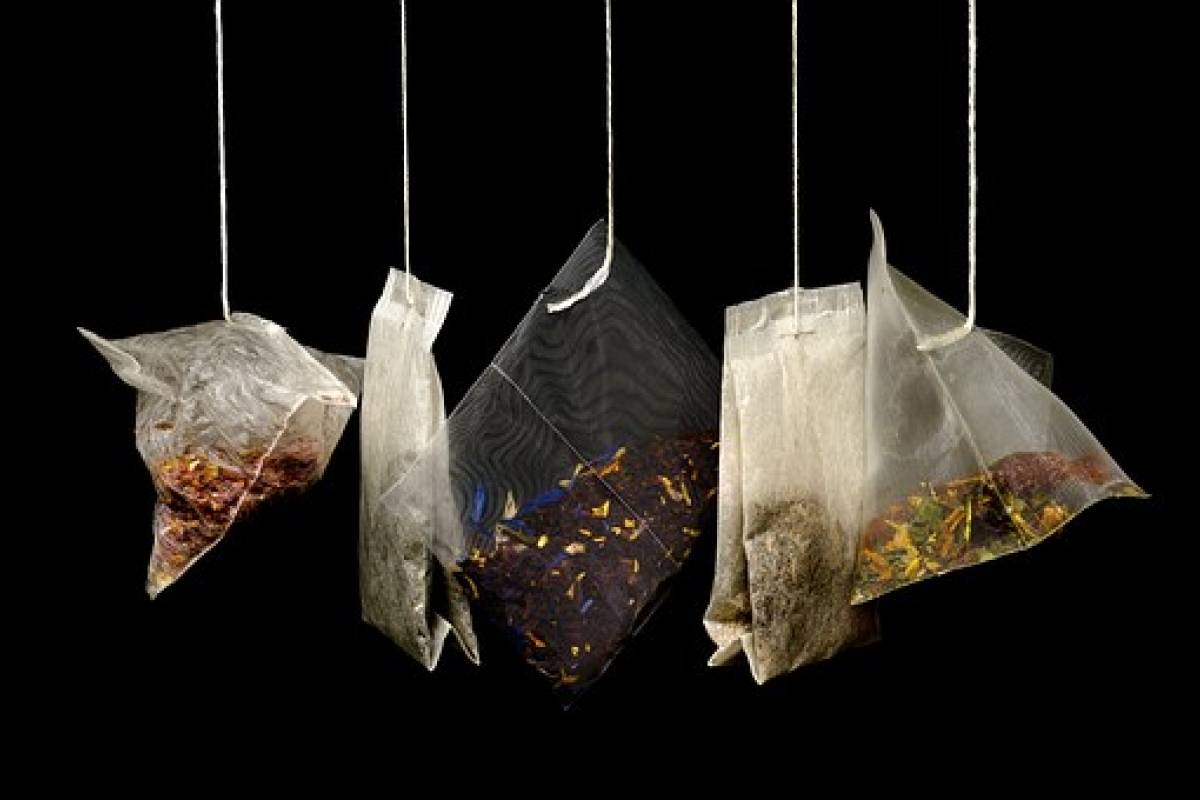 Las bolsitas de té liberan millones de partículas de microplástico en el líquido