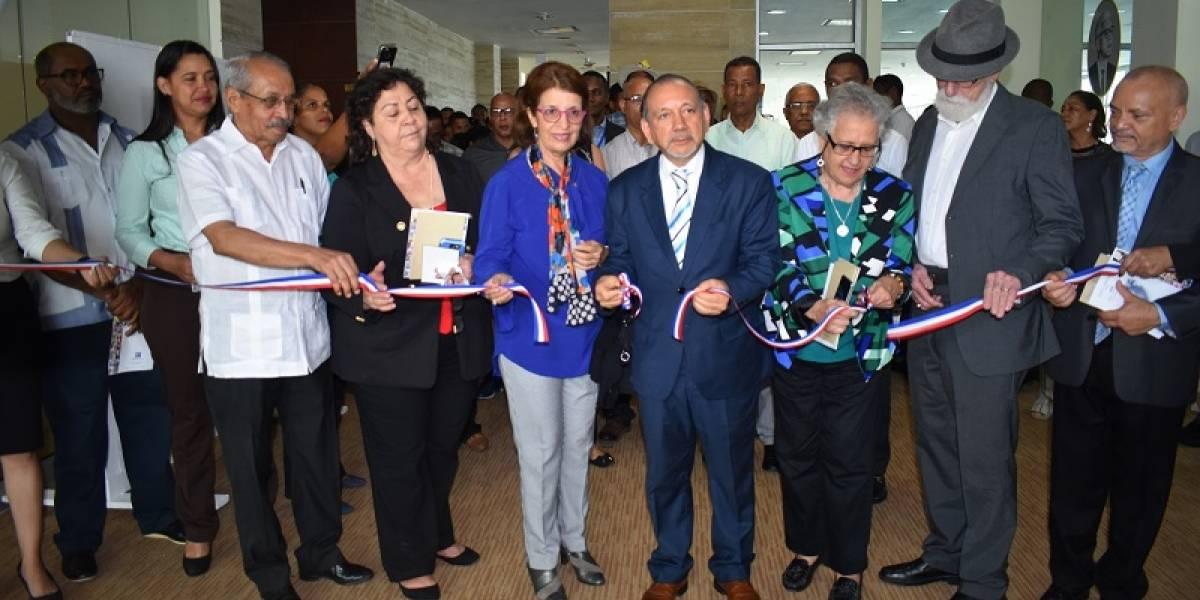 """Inauguran expo-colectiva Juan Bosch, """"El Rostro del Maestro"""""""
