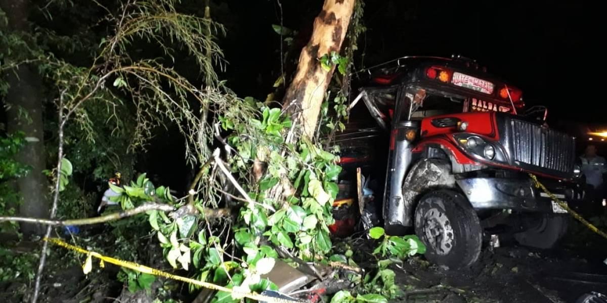 VIDEO. Accidente de bus en Escuintla deja cinco fallecidos y 35 heridos