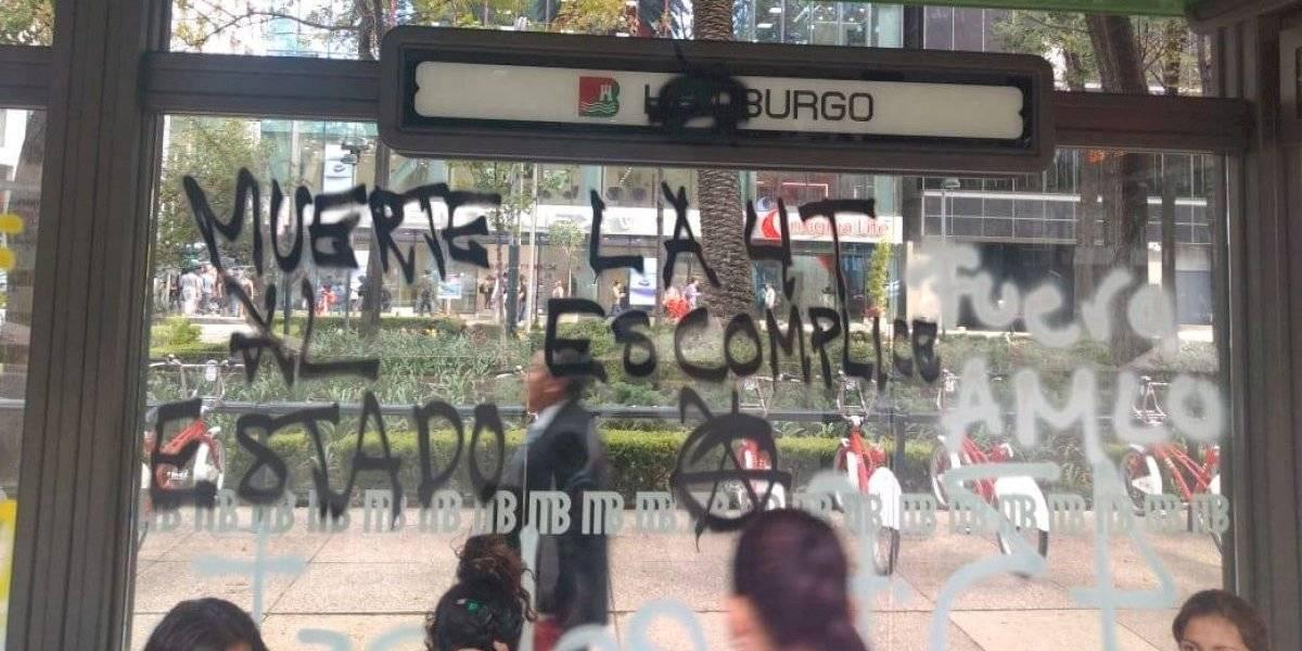 Se registran actos vandálicos en marcha por Ayotzinapa