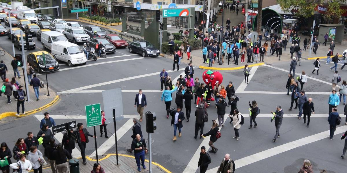 Al estilo de Tokio: En el día nacional sin auto se estrena nuevo cruce de semáforos en Providencia
