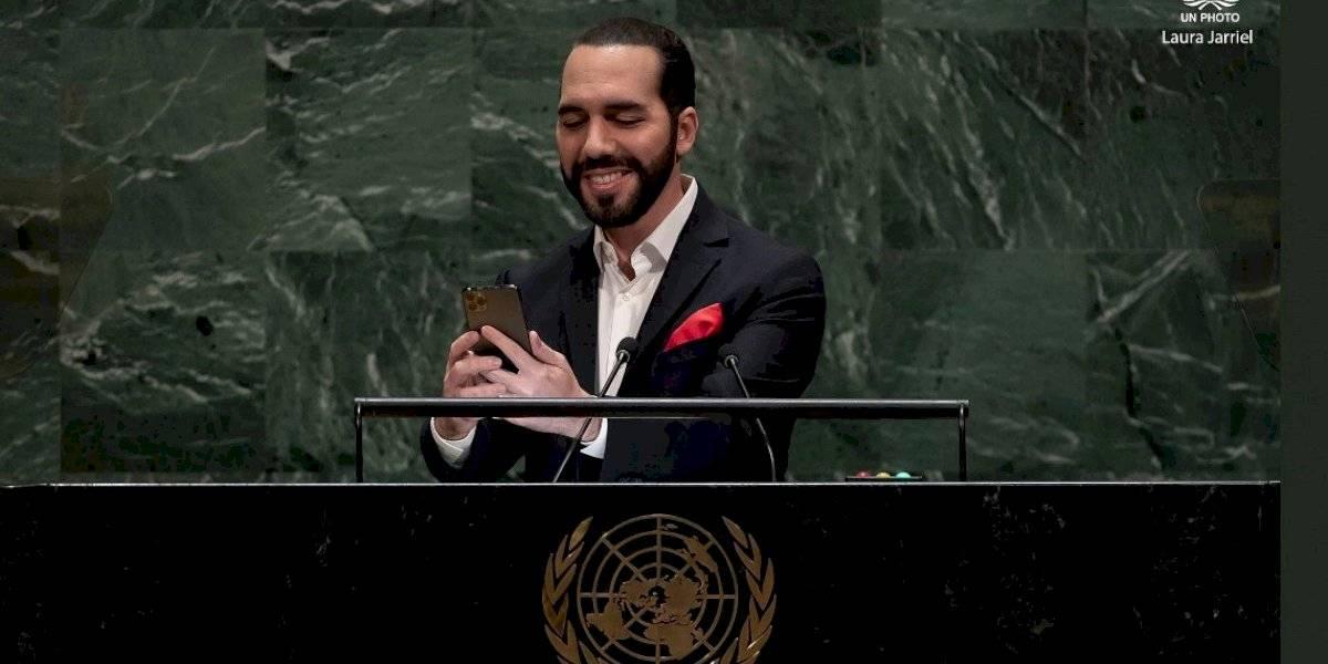 """Nayib Bukele se tomó una selfie en el estrado de la ONU y declaró: """"Este formato de asamblea se vuelve cada vez más obsoleto"""""""