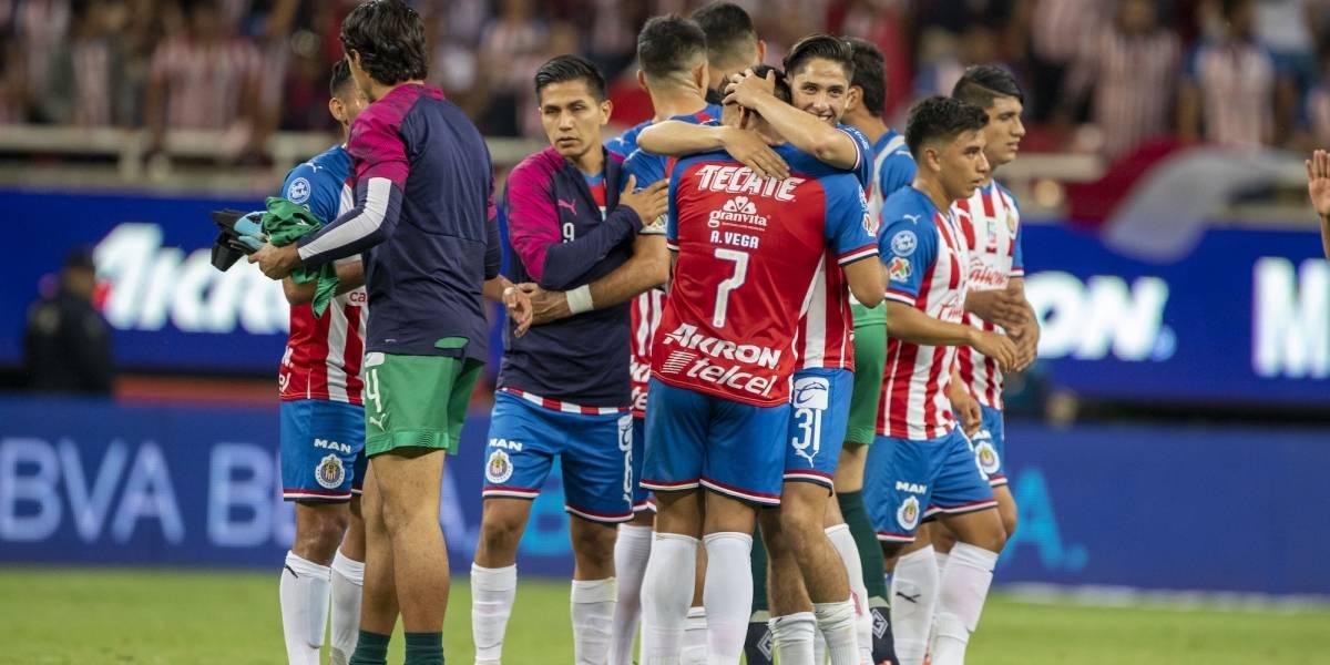 Leyenda de Chivas manda mensaje a jugadores: 'Les faltan un chingo de huevos'