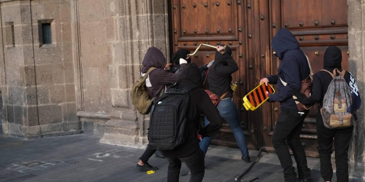 SHCP tomará medidas por daños de anarquistas en Palacio Nacional