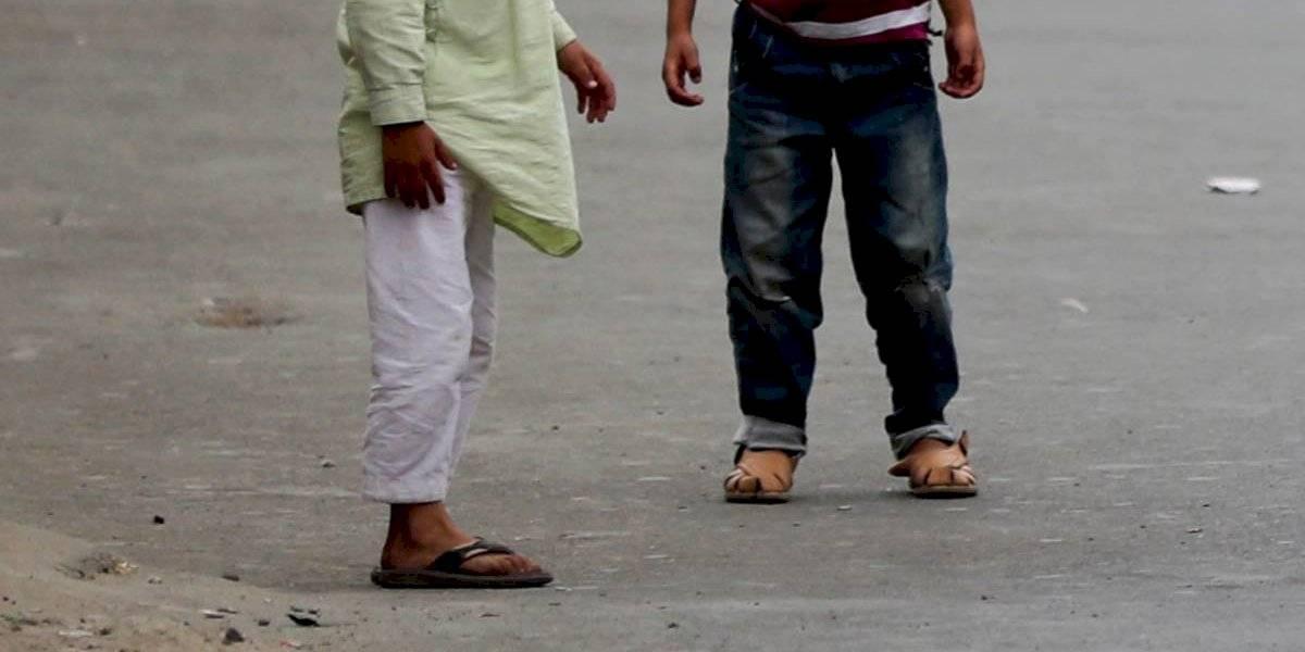 Golpean con palos hasta la muerte a dos niños indios por defecar en una calle pública
