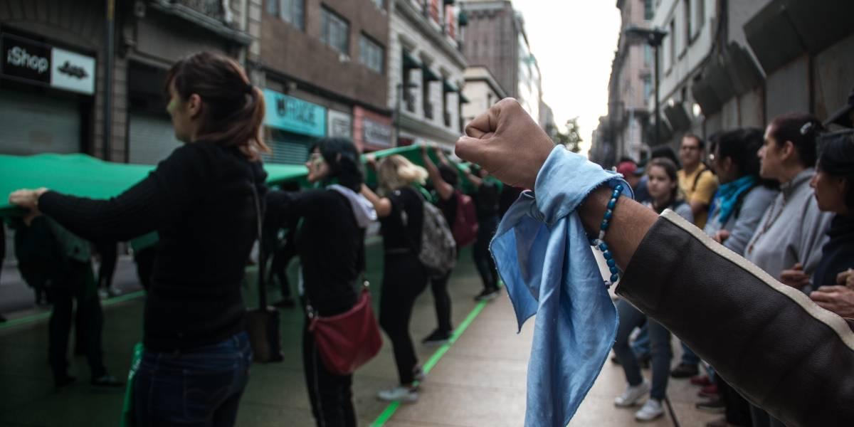 Marea Verde graba video en la calle de Madero ante grupos provida