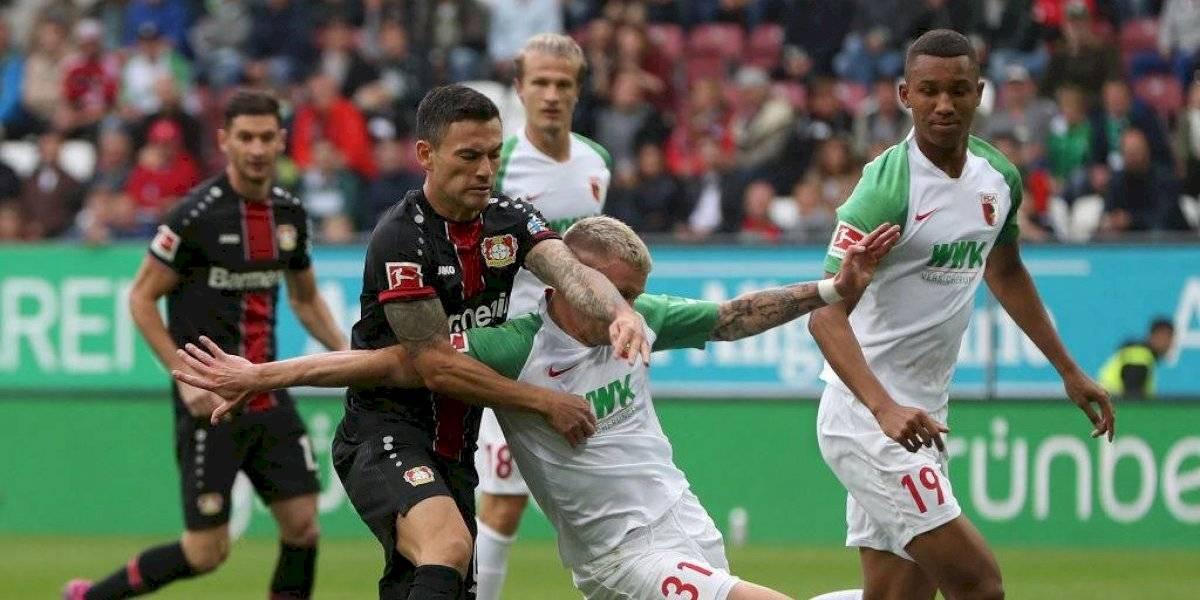 Charles Aránguiz jugó los 90 minutos en la sólida goleada de Bayer Leverkusen sobre el Ausburgo