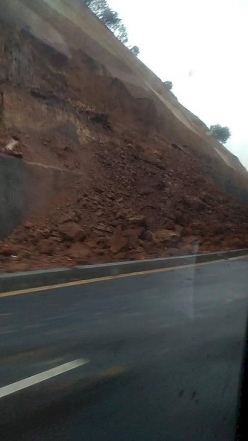 Se recomienda tener precaución en las carreteras del país. Foto: Twitter
