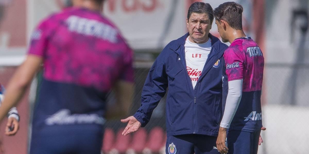 Los cambios que mandará Tena en alineación de Chivas para el Clásico
