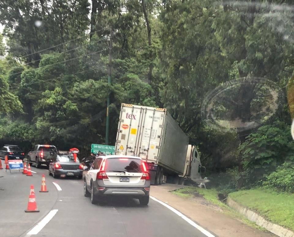 Accidente de tránsito en la bajada de Las Cañas. Foto: Bomberos Voluntarios