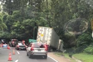Accidente de tránsito en la bajada de Las Cañas.