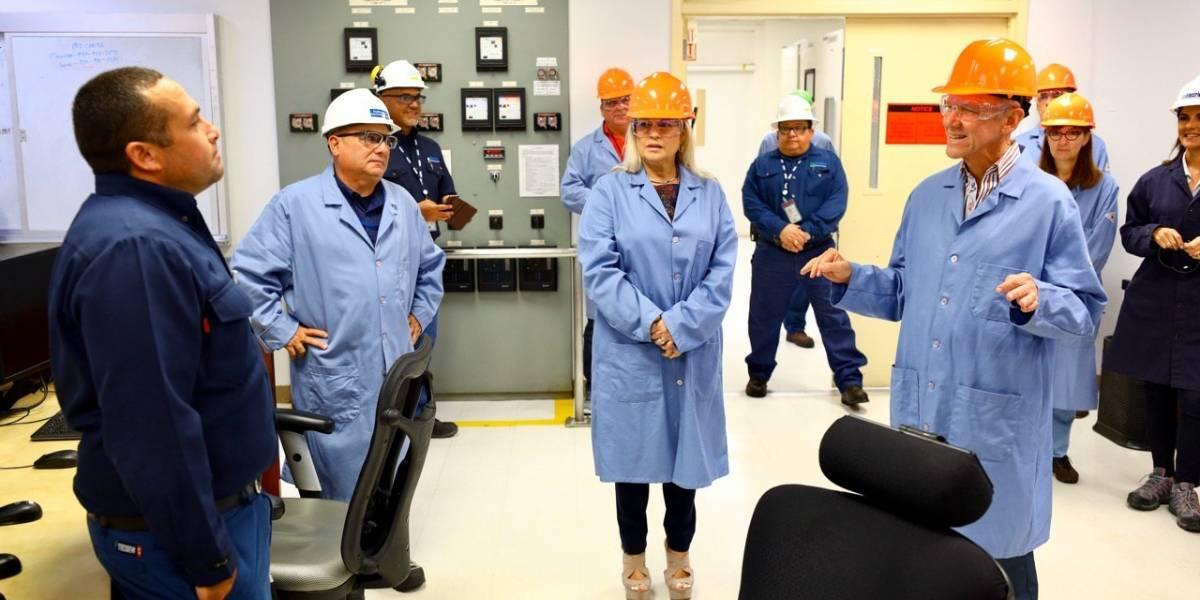 Gobernadora visita planta EcoEléctrica en Peñuelas
