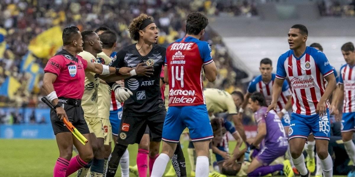 Surge polémica por supuesto escupitajo de Ochoa a Briseño