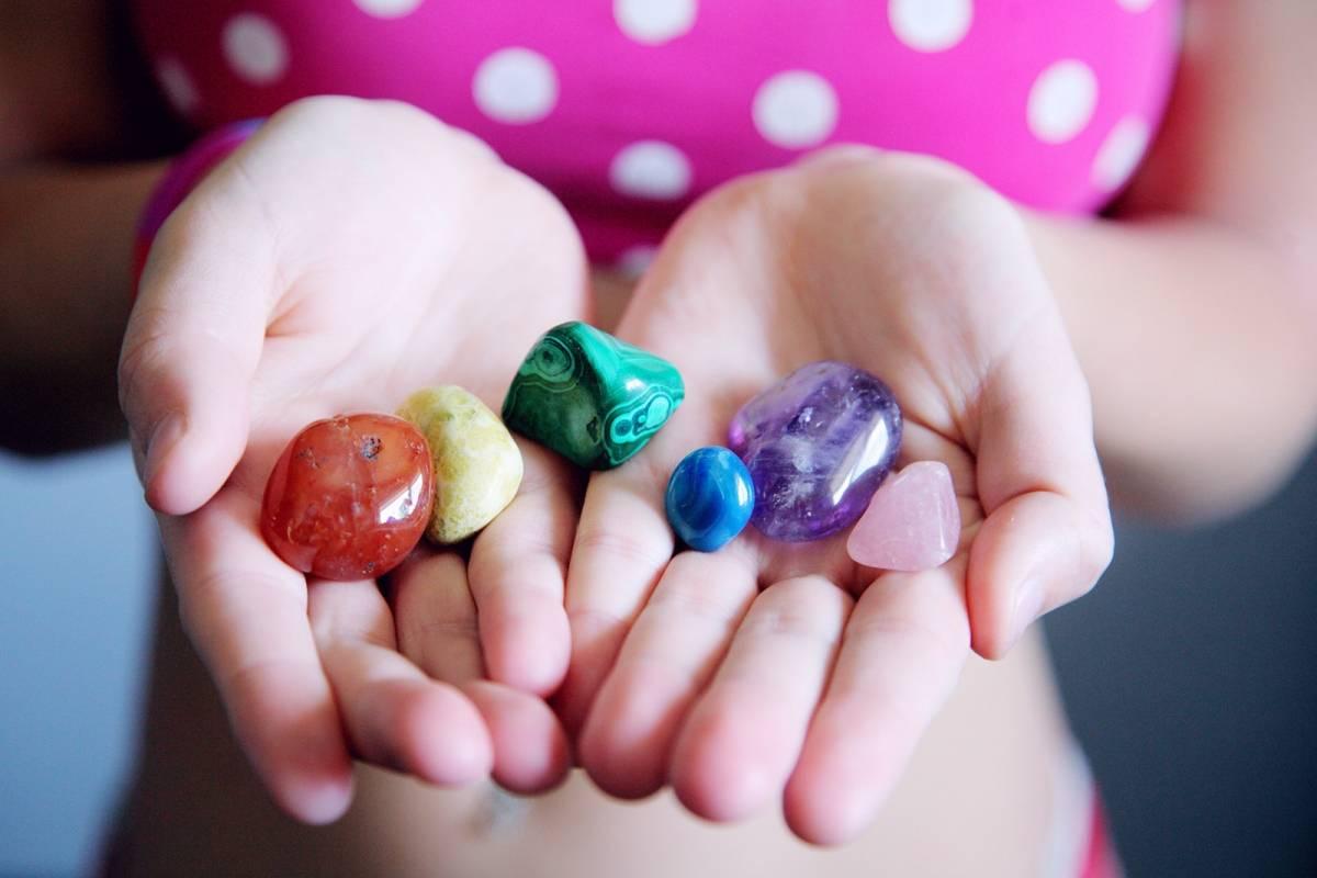 10 poderosas piedras para usar como amuletos en el amor