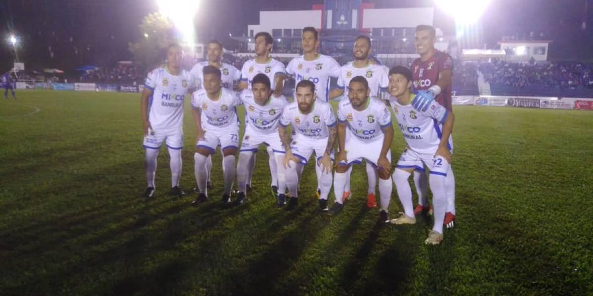 Luis Cos salva a Mixco en Cobán con un penalti de último momento