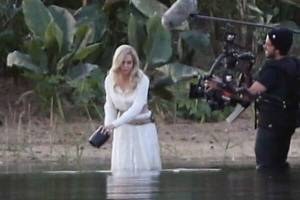 """Si filtra imágenes del rodaje de Angelina Jolie con """"Los Eternos"""""""