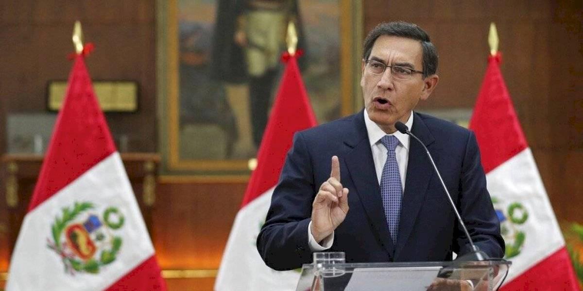 Presidente de Perú disuelve el Congreso y llama a nuevas elecciones