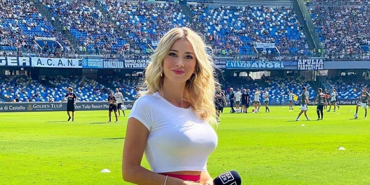 VIDEO. Aficionados del Napoli le piden a presentadora que enseñe los pechos y ella les respondió