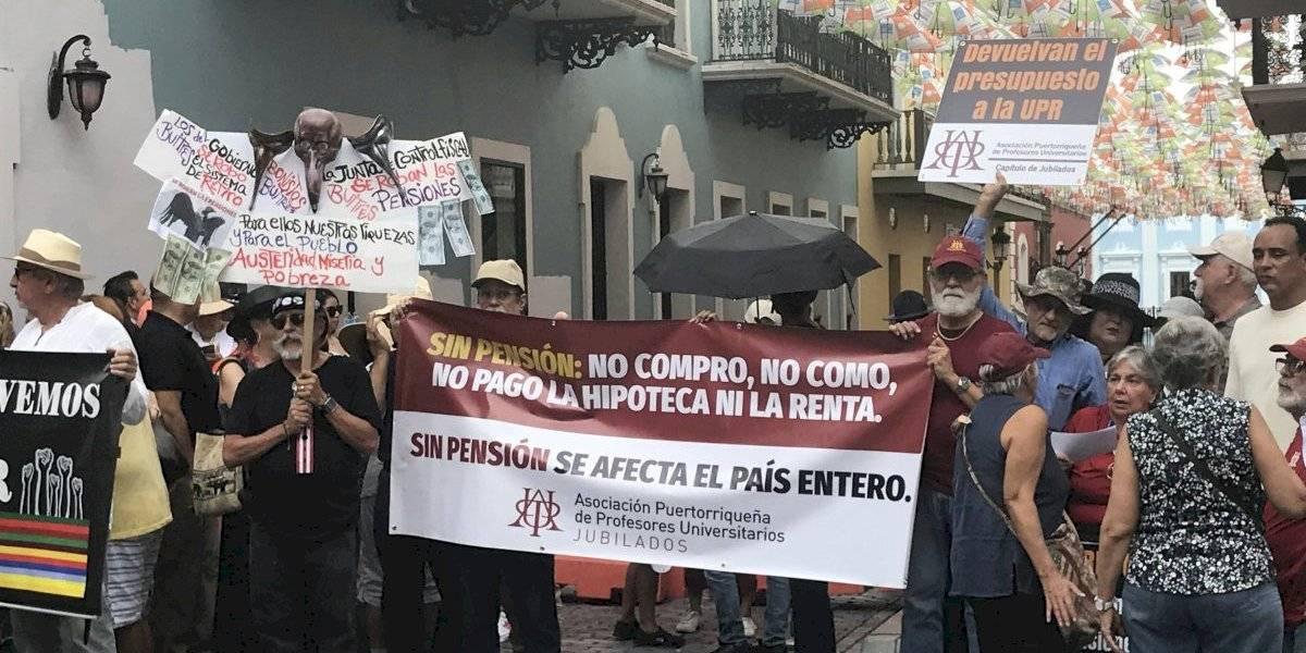 Buscan intervención de la gobernadora en retiro de la UPR