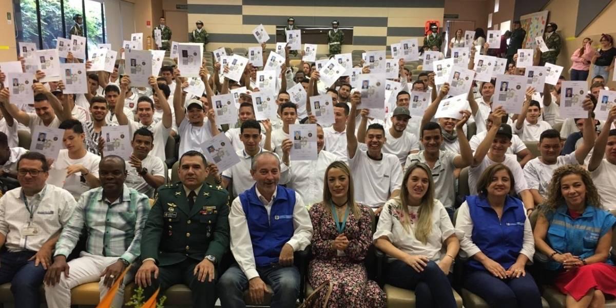 140 víctimas del conflicto armado recibieron la libreta militar