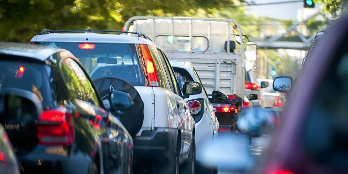 """Ejes socioambientales y parques de bicicletas en estaciones terminales: el """"plan maestro"""" inmediato para bajar a los santiaguinos del auto y mejorar los traslados en micro por Santiago"""