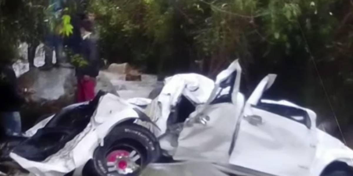 Camioneta rodó por un abismo y dejó cinco personas sin vida