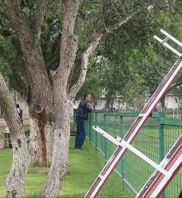 Edgardo Bauza, nuevo asesor deportivo de Liga de Quito llegó al complejo a observar la práctica Twitter