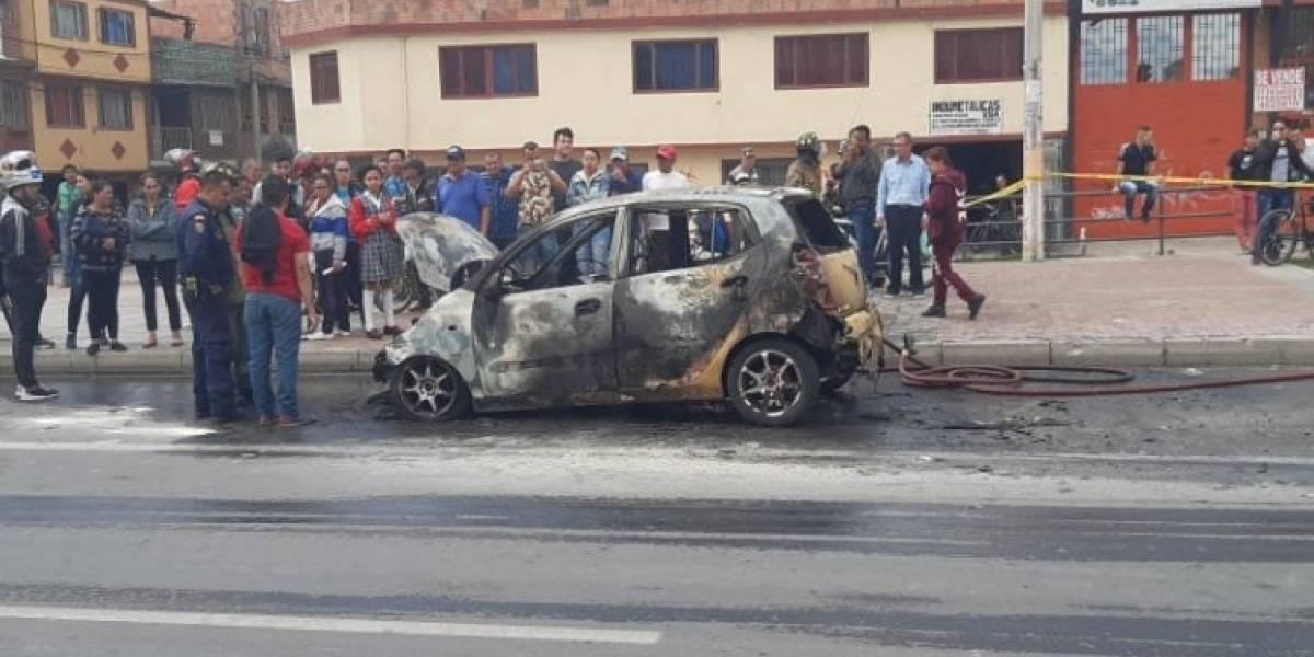 Taxi se incendió en plena Avenida Ciudad de Cali de Bogotá