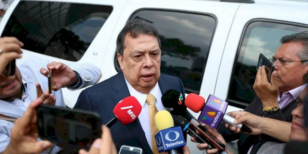 Ángel Aguirre comparece por más de 4 horas ante la FGR