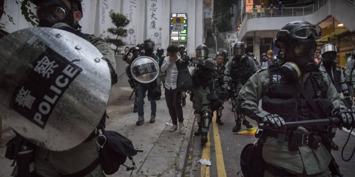 """FOTOS. Enfrentamientos en multitudinaria manifestación en el """"Día del Dolor"""" en Hong Kong"""