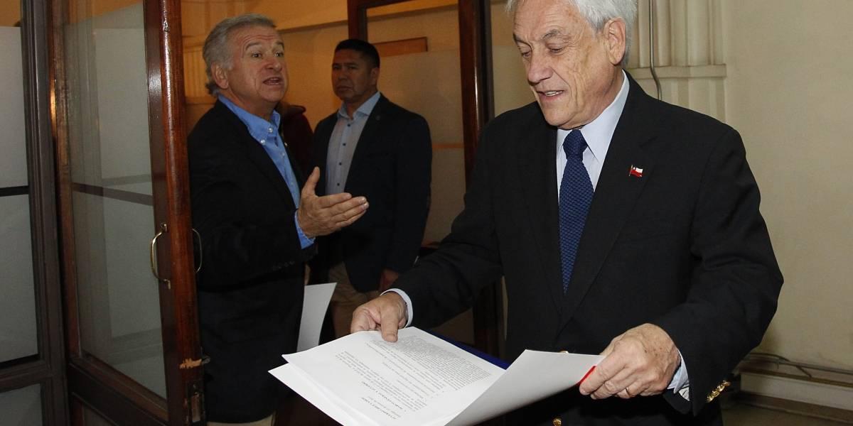 Dos caras de la moneda: Presidente celebra Imacec, pero ministro Larraín llama a no cantar victoria
